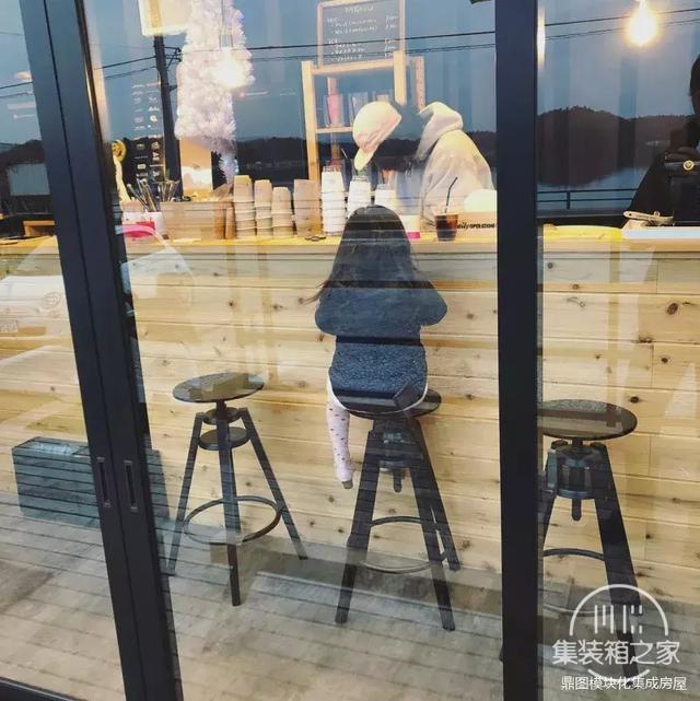 服装店 + 咖啡厅 = 集装箱店铺-15.jpg