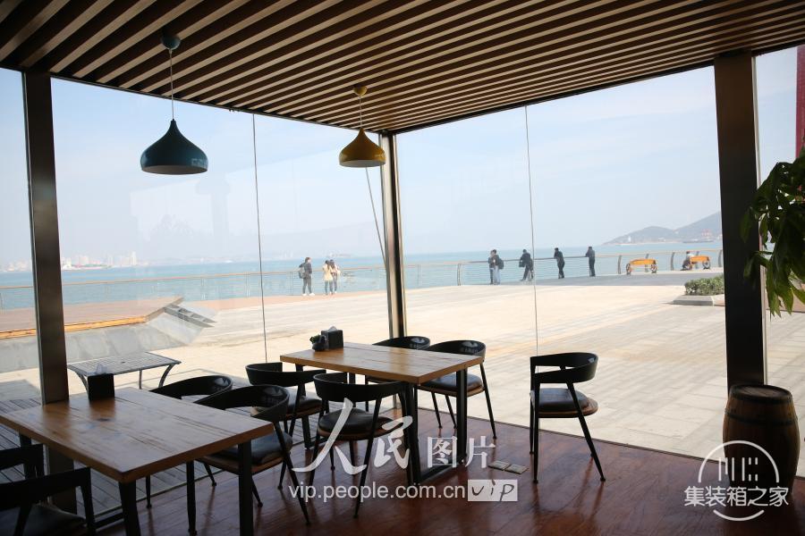 """青岛现""""集装箱""""咖啡书吧 靠近大海创意十足-3.jpg"""