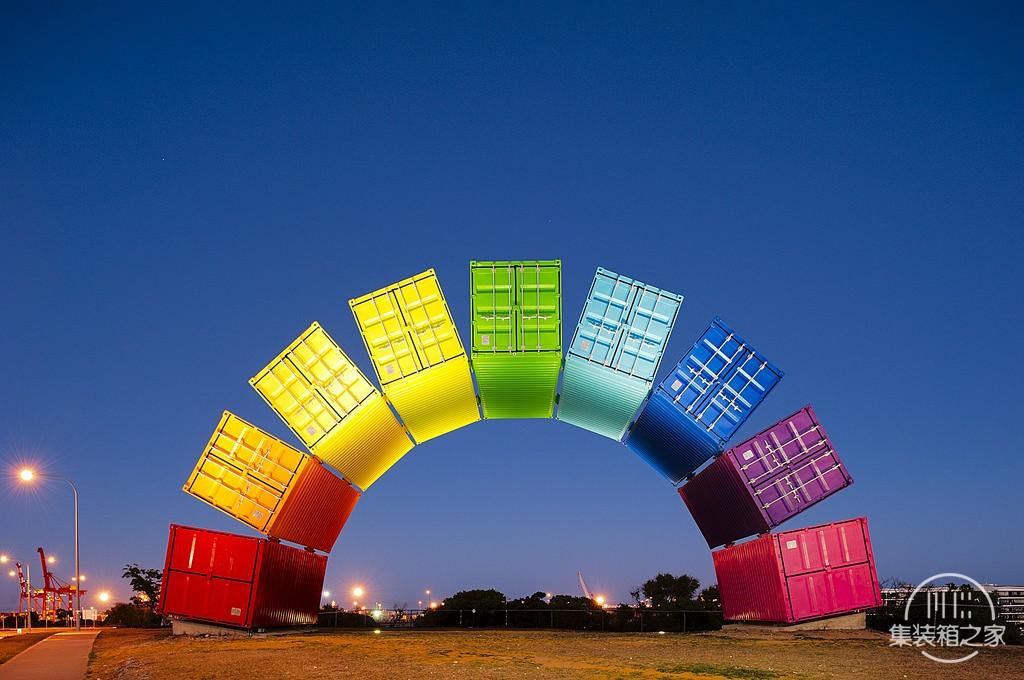 集装箱彩虹这个结构看起来异想天开却不得不佩服艺术家的想象-1.jpg