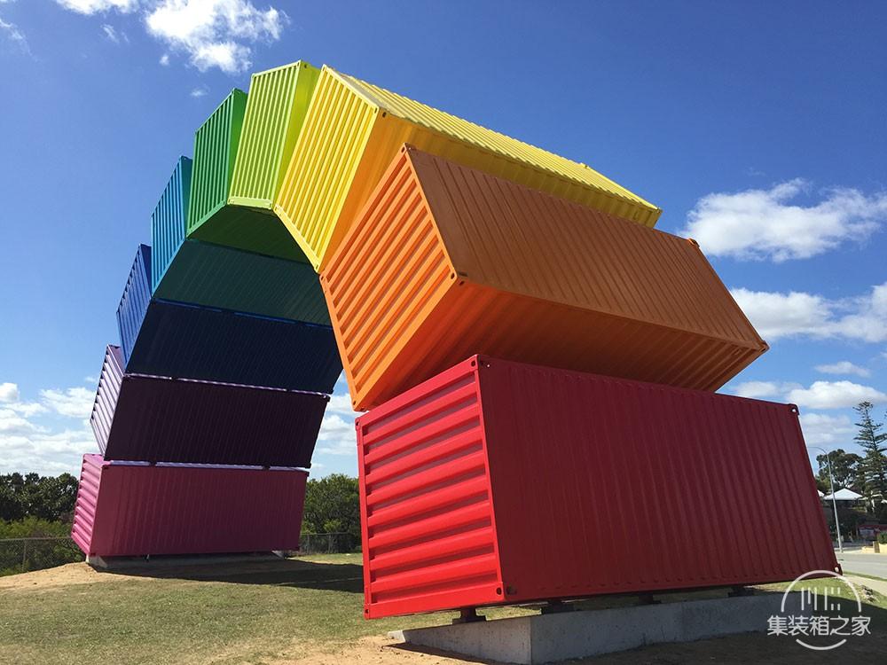 集装箱彩虹这个结构看起来异想天开却不得不佩服艺术家的想象-4.jpg