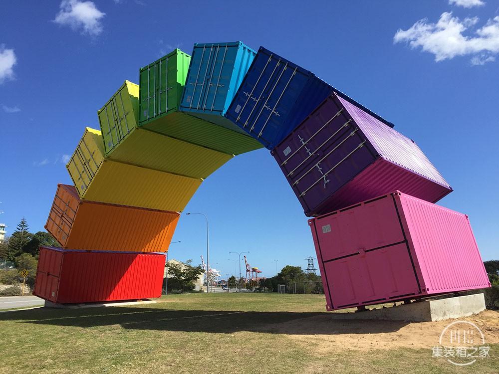 集装箱彩虹这个结构看起来异想天开却不得不佩服艺术家的想象-5.jpg