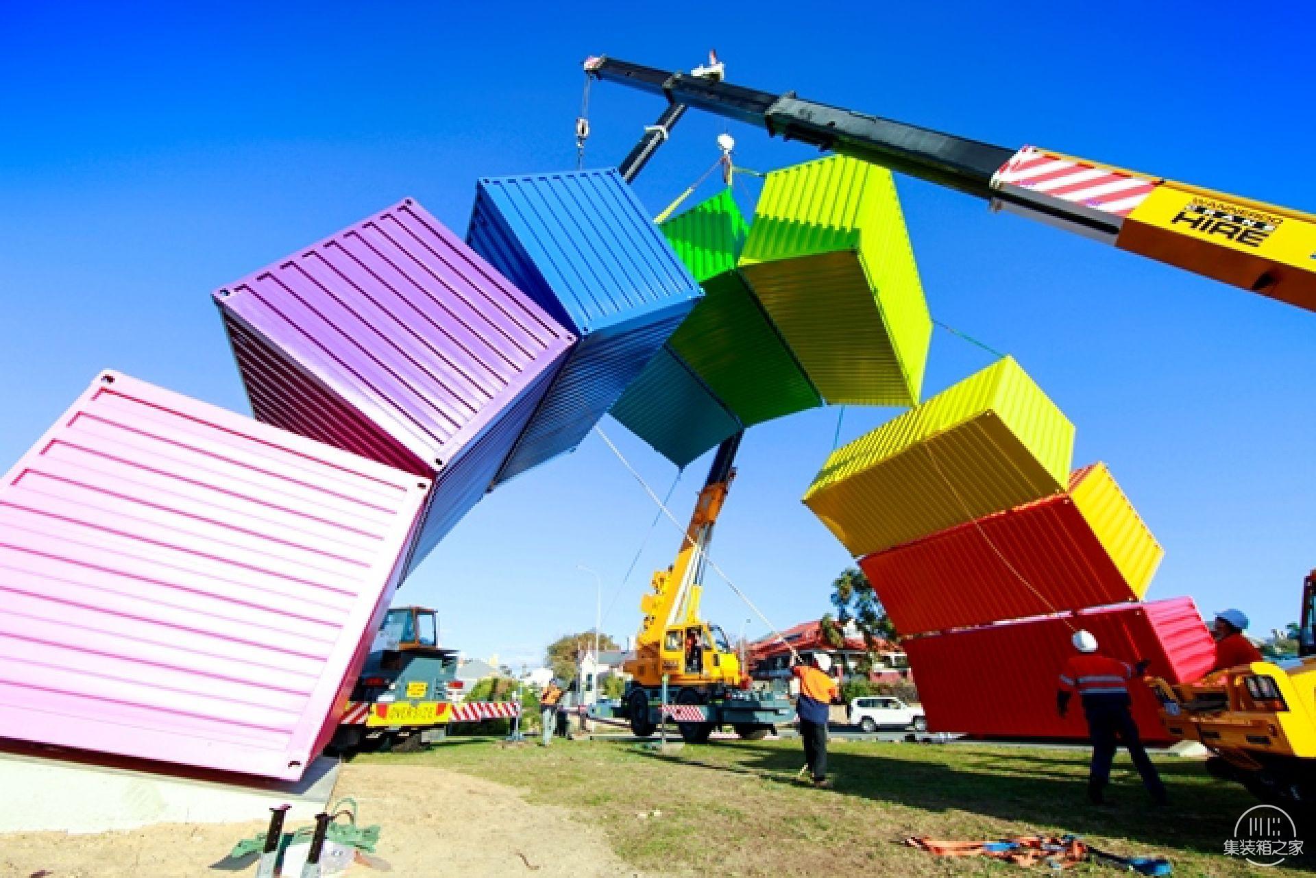 集装箱彩虹这个结构看起来异想天开却不得不佩服艺术家的想象-8.jpg