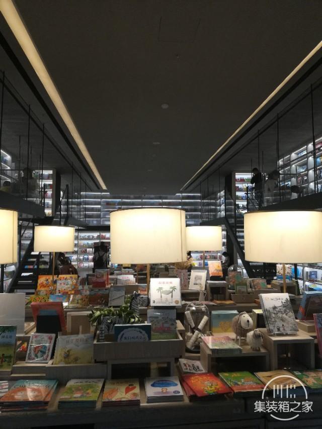 打卡西安网红街区 四海唐人街新华书店超级棒-2.jpg