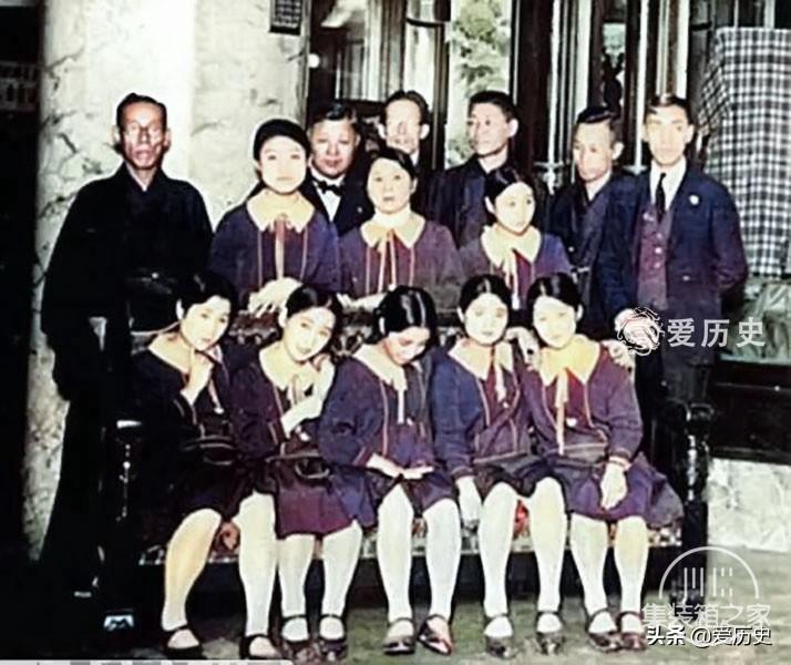 30年代西化后蔑视亚洲邻国的日本 奢华咖啡厅里百里挑一的女招待-2.jpg