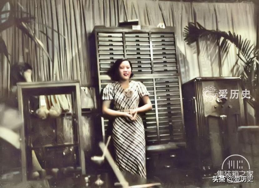 30年代西化后蔑视亚洲邻国的日本 奢华咖啡厅里百里挑一的女招待-4.jpg