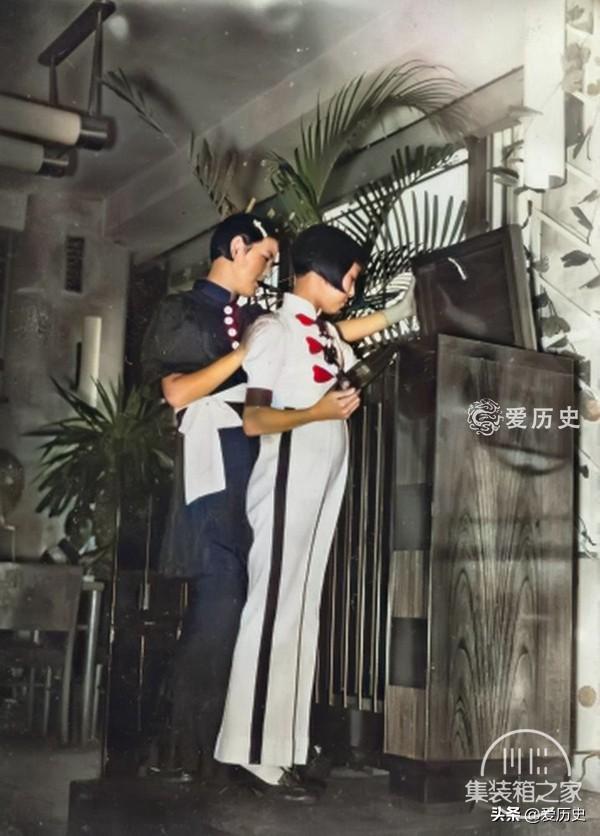 30年代西化后蔑视亚洲邻国的日本 奢华咖啡厅里百里挑一的女招待-5.jpg