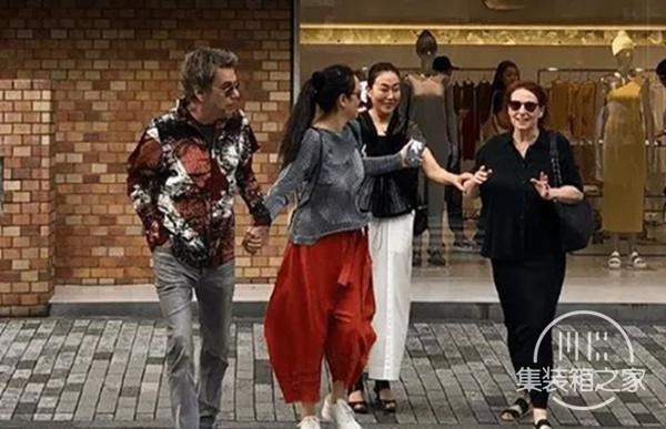 巩俐夫妇在东京被偶遇 入住酒店一晚高达1.5万元-2.jpg