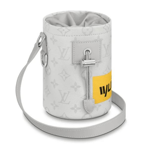 户外土豪单品系列:LV推出价值1590美元的攀岩粉袋-1.jpg