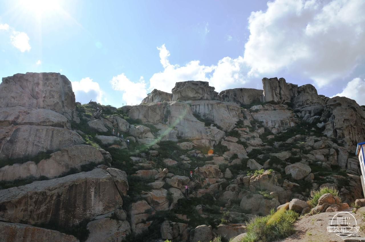 它是全国唯一的一座天然攀岩山体,山石千奇百怪各自成形-4.jpg