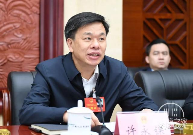 钦州市代表团热议:打造高端产业集群 做强临海大工业-5.jpg