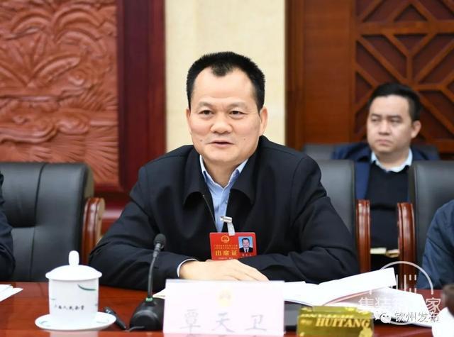 钦州市代表团热议:打造高端产业集群 做强临海大工业-7.jpg