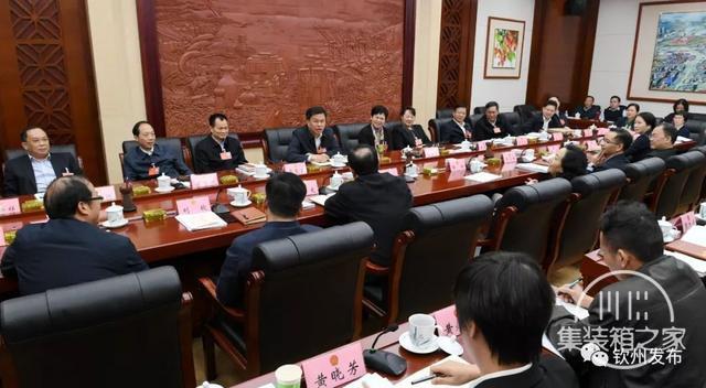 钦州市代表团热议:打造高端产业集群 做强临海大工业-2.jpg