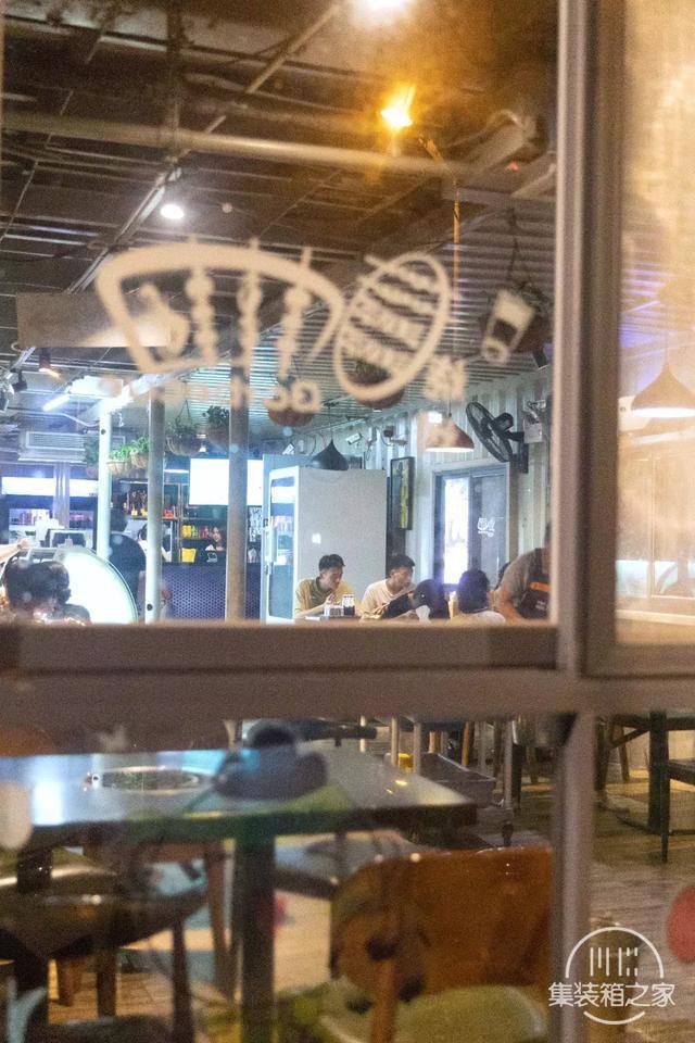 晋江最走心烧烤店:公园美景+集装箱+烧烤趴,凌晨还在排队-4.jpg