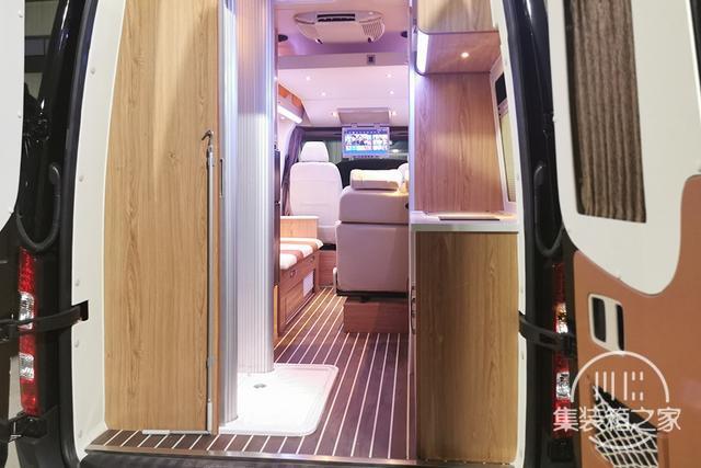 400Ah锂电+160L水箱,奔驰血统B型房车售价30万出头-10.jpg