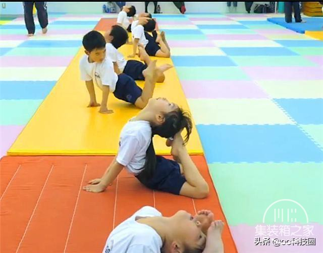 """日本幼儿园""""变态""""身体素质课,让孩子种地淋雨,野蛮生长-3.jpg"""