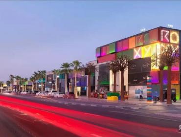 五彩的集装箱购物中心迪拜