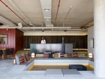 巴塞罗那W酒店的地下室集装箱元素作为装饰的完美运用