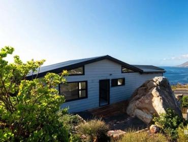 临海山坡上的集装箱住宅