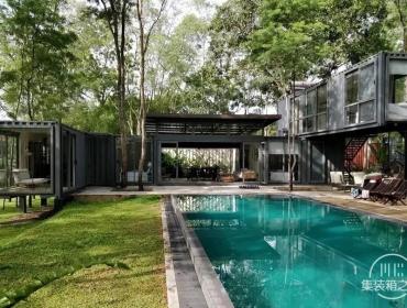 集装箱立方体的艺术布置创造了一个美丽的居住空间