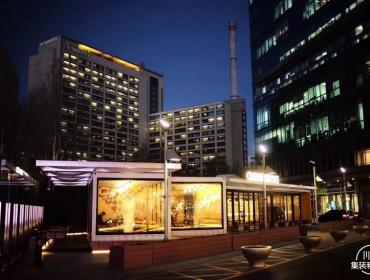 商业中心的集装箱餐厅