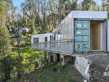 斜坡上的自由建集装箱别墅