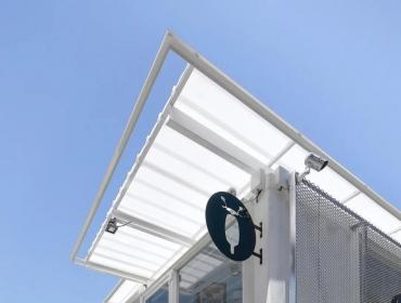 居民区公园白色集装箱咖啡馆